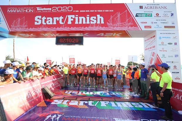 组图:2000名运动员参加在李山岛县举行的马拉松锦标赛 hinh anh 1