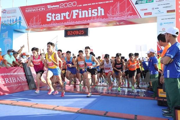 组图:2000名运动员参加在李山岛县举行的马拉松锦标赛 hinh anh 2