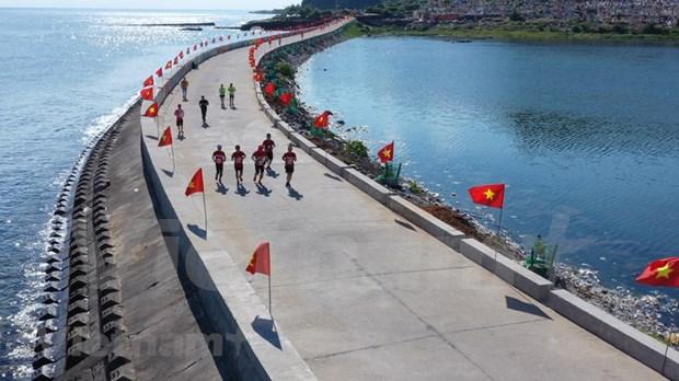 组图:2000名运动员参加在李山岛县举行的马拉松锦标赛 hinh anh 5