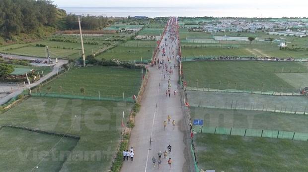 组图:2000名运动员参加在李山岛县举行的马拉松锦标赛 hinh anh 6