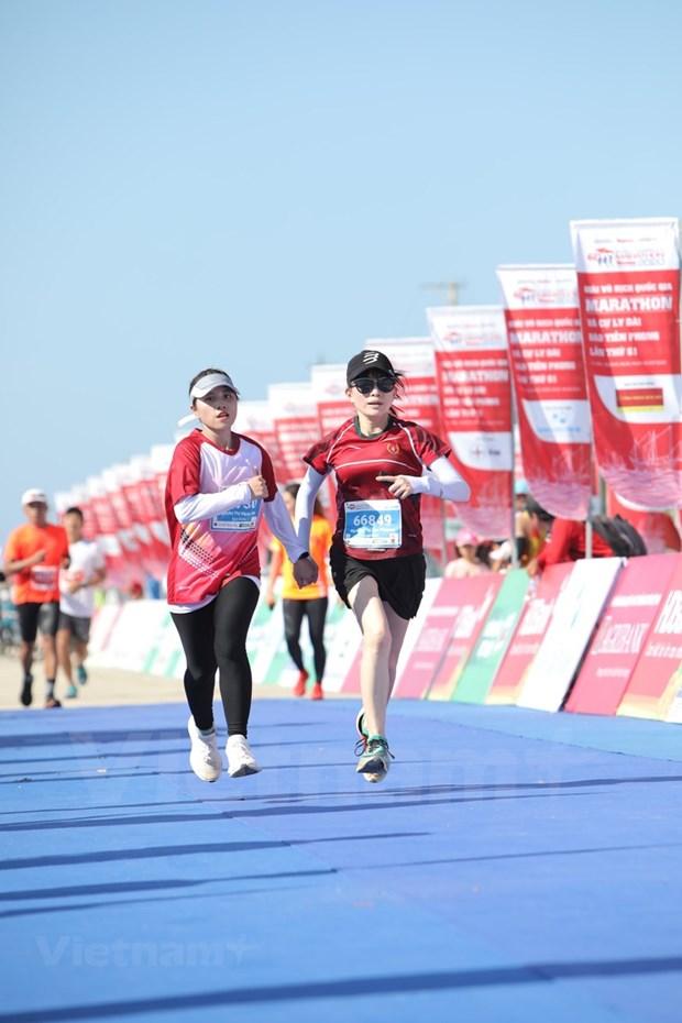 组图:2000名运动员参加在李山岛县举行的马拉松锦标赛 hinh anh 7