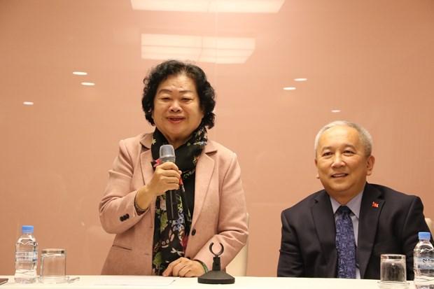 原越南国家副主席张美华走访越南驻韩国大使馆 hinh anh 1