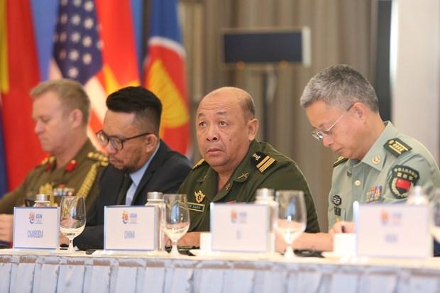 2020东盟轮值主席国年: 阮志咏上将呼吁各国对影响到区域和平稳定的安全威胁给予更多关注 hinh anh 2