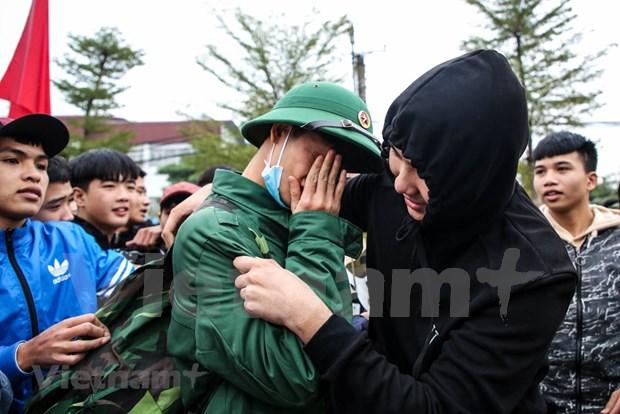 组图:首都河内新兵带着口罩奔赴军营 hinh anh 11