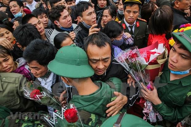 组图:首都河内新兵带着口罩奔赴军营 hinh anh 12