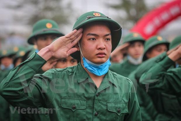 组图:首都河内新兵带着口罩奔赴军营 hinh anh 4