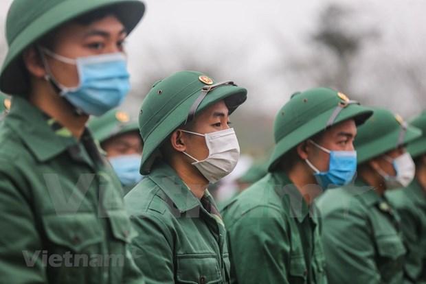 组图:首都河内新兵带着口罩奔赴军营 hinh anh 5