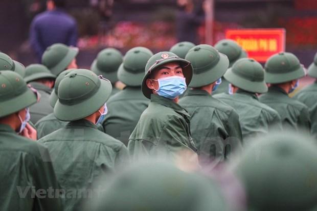 组图:首都河内新兵带着口罩奔赴军营 hinh anh 6