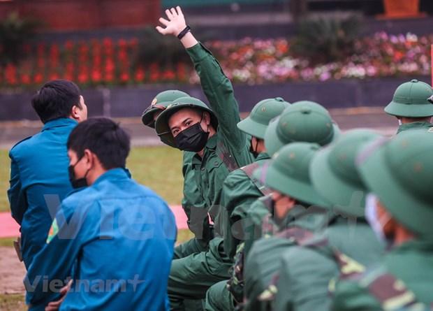 组图:首都河内新兵带着口罩奔赴军营 hinh anh 7