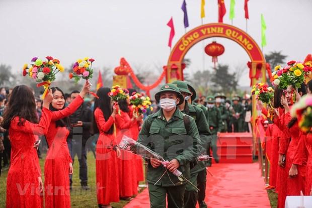 组图:首都河内新兵带着口罩奔赴军营 hinh anh 8