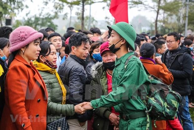 组图:首都河内新兵带着口罩奔赴军营 hinh anh 9