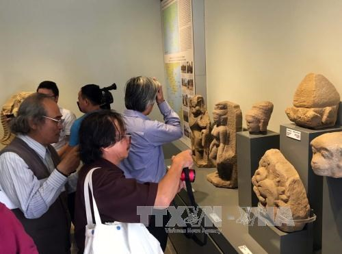 占族文物展在顺化宫廷文物博物馆举办 hinh anh 1
