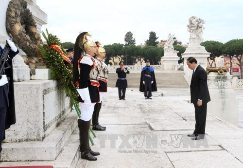 越南国家主席陈大光会见意大利总理马泰奥•伦齐 hinh anh 4