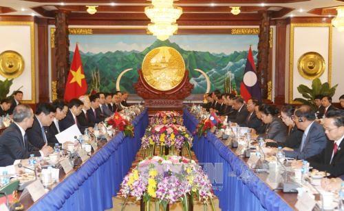 越南与老挝签署7份合作文件 hinh anh 1