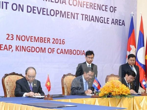 柬寮越发展三角区第9届峰会发表联合声明 hinh anh 1