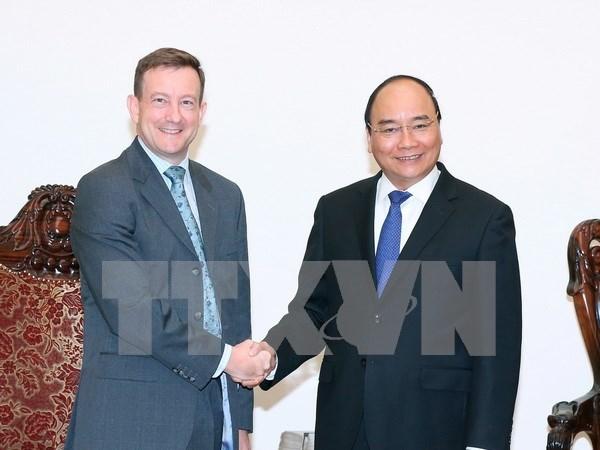 越南政府总理阮春福会见法国新任驻越大使 hinh anh 1