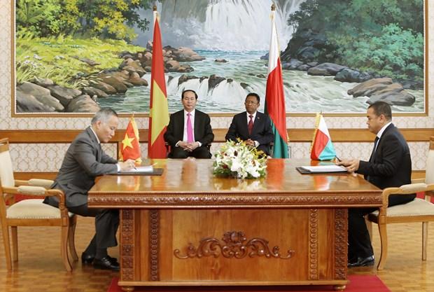 越南国家主席陈大光与马达加斯加总统举行会谈 hinh anh 2