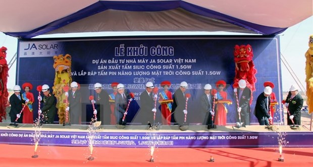 北江省投资总额为3.2亿美元的太阳能电池生产项目正式动工兴建 hinh anh 1