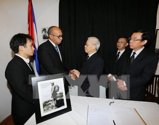 越南领导人吊唁古巴革命领袖菲德尔·卡斯特罗逝世 hinh anh 1
