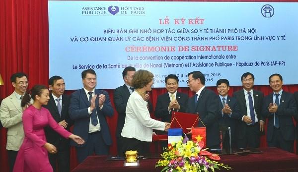 越南河内市与法国巴黎市加强医疗卫生领域合作 hinh anh 1