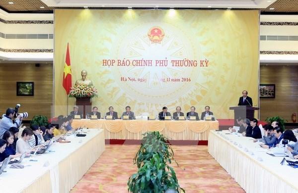越南政府11月份例行记者会:解答社会舆论关心的许多问题 hinh anh 1