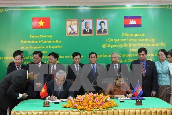 越柬加大监察领域合作力度 hinh anh 1