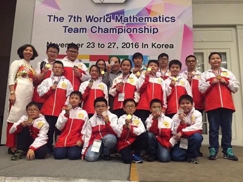 第7届世界数学团体锦标赛:越南代表队夺得20枚金牌 hinh anh 1