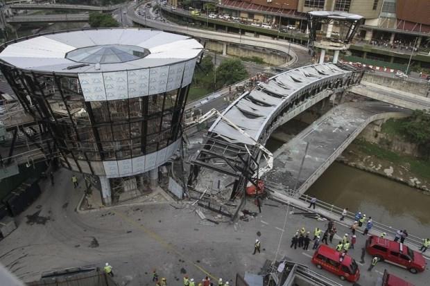 吉隆坡生态城一立交桥垮塌导致一名越南籍施工人员死亡 hinh anh 1