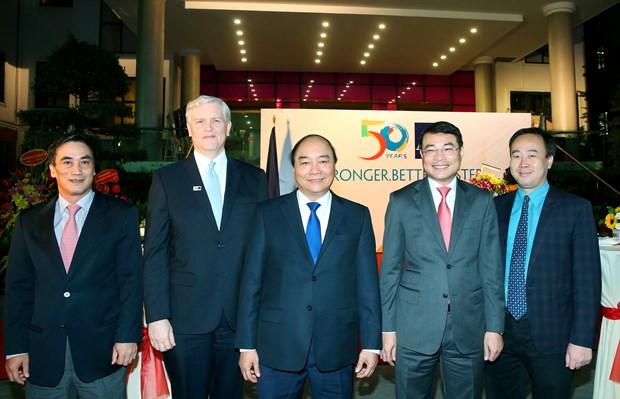 阮春福总理出席亚行成立50周年纪念典礼 hinh anh 1