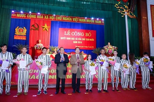 越南全国各地实施主席特赦令 对4384名罪犯实行特赦 hinh anh 1