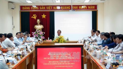 越南政府常务副总理张和平视察新山一国际航空港航空安全保障工作 hinh anh 1