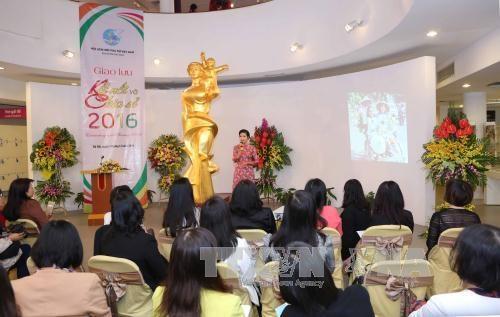 越南加强国内女性与海外越侨妇女的联系沟通 hinh anh 1