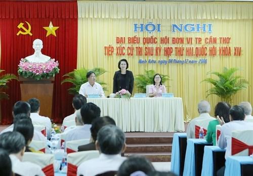越南国会主席阮氏金银与芹苴市选民接触 hinh anh 1