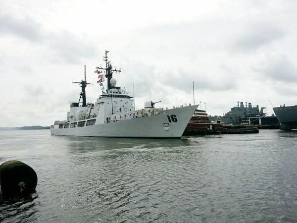 菲律宾军舰访问金兰国际港 hinh anh 1
