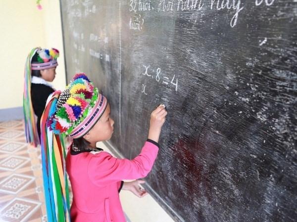 邓氏玉盛副主席会见联合国儿童基金会副执行主任奥马尔·阿布迪 hinh anh 1