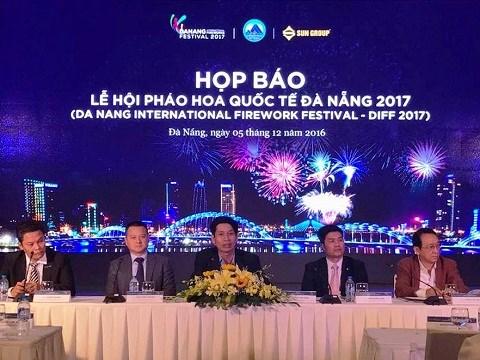 2017年岘港国际烟花节将于明年4月底举行 hinh anh 1