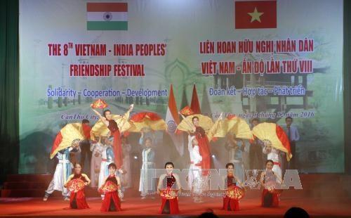 第八届越南—印度民间友好大联欢在芹苴市举行 hinh anh 1