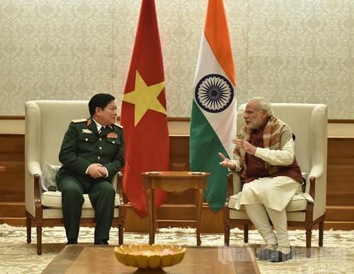 印度总理纳伦德拉·莫迪会见越南国防部部长吴春历 hinh anh 1
