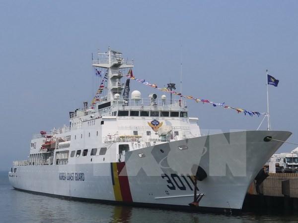 韩国海军两艘训练舰抵达金兰国际港 hinh anh 1