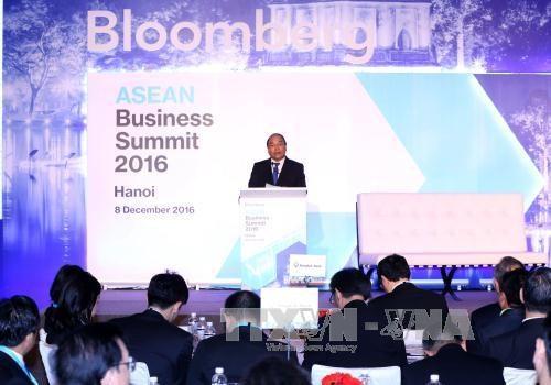 越南政府总理阮春福:企业界是东盟经济联系的动力 hinh anh 1