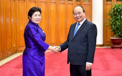 政府总理阮春福会见老挝政府办公厅部长苏万鹏•布帕奴翁 hinh anh 1