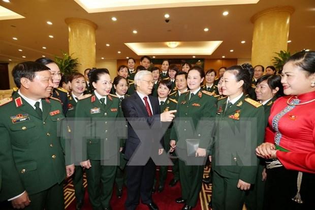 越共中央总书记阮富仲会见女军人模范代表 hinh anh 1