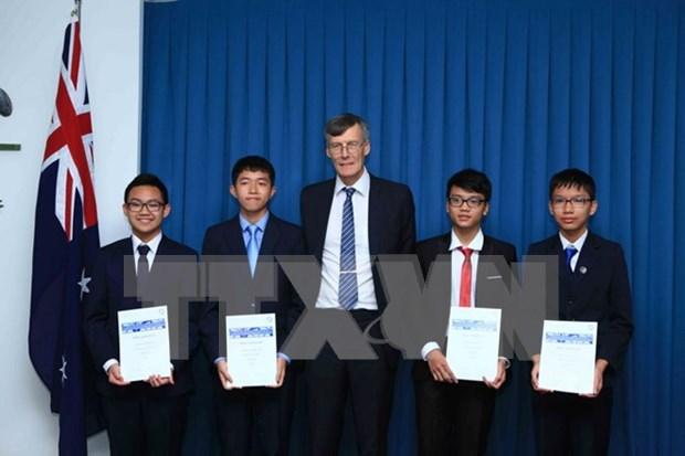 澳大利亚数学竞赛:澳驻越大使向取得优异成绩的越南学生颁奖 hinh anh 1