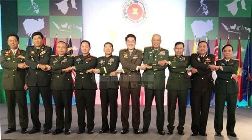 越南人民军副总参谋长范鸿乡中将出席第17届东盟陆军司令会议 hinh anh 1