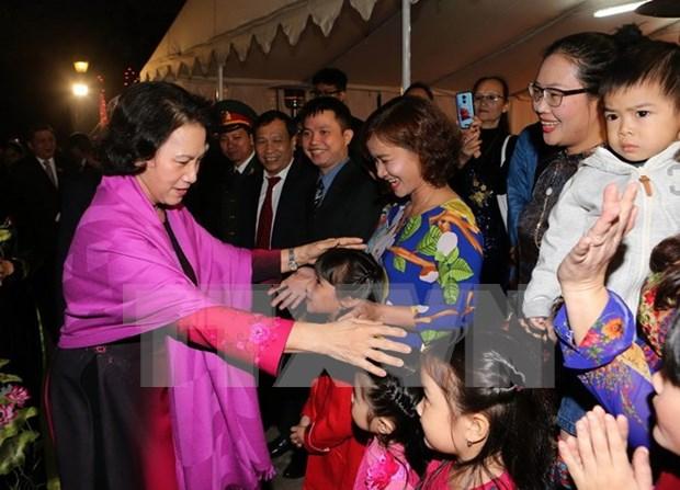 越南国会主席阮氏金银会见旅居印度越南人社群代表 hinh anh 1