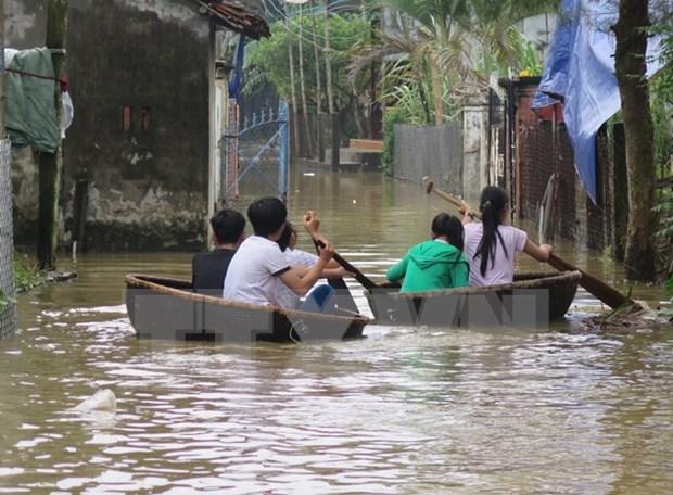 暴雨引发洪水 使中部地区各省数千户家庭陷入困境 hinh anh 1