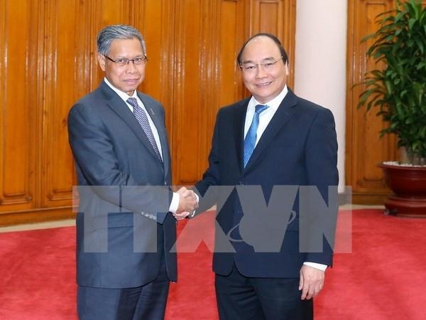 越南政府总理阮春福会见马来西亚国际贸易和工业部长 hinh anh 1