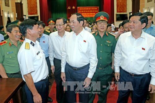 越南国家主席陈大光接触胡志明市武装力量选民 hinh anh 1