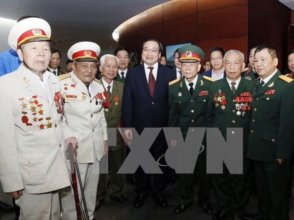 河内市举行参加抗法战争的首都老战士、老先锋青年见面会 hinh anh 1