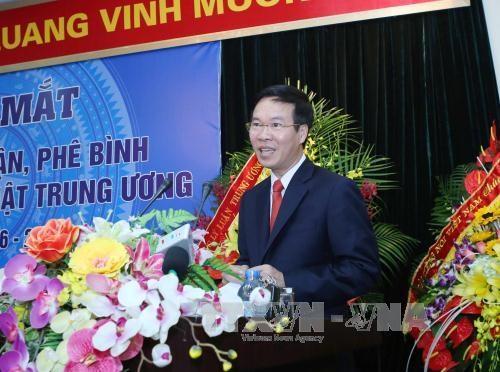 新一届越共中央文学艺术理论批评委员会领导班子正式亮相 hinh anh 1
